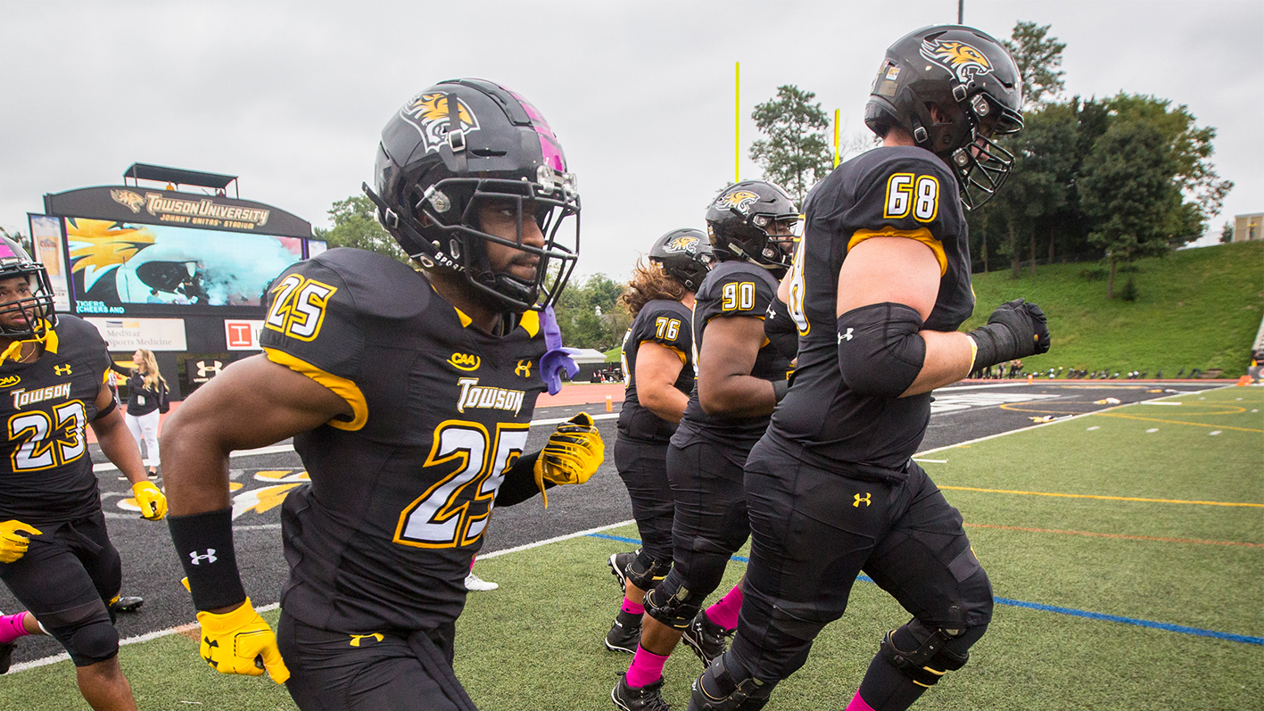 17 18 Football Plays William Mary For Family Weekend Towson